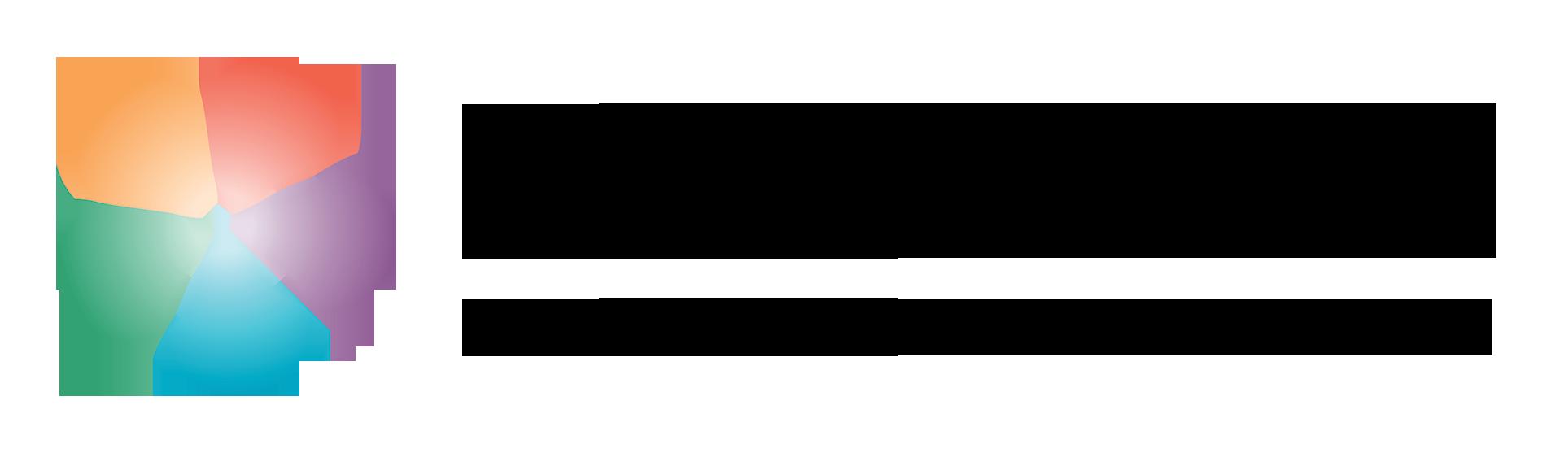 LUMA-keskus Suomen logo, jossa oikealla keskuksen nimi suomeksi, ruotsiksi ja englanniksi. Vasemmalla on lumakukka.